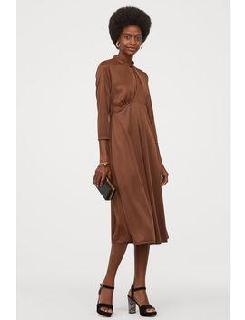 Yakası Burgulu Elbise by H&M