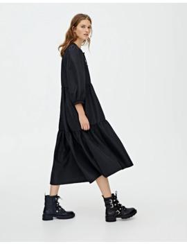 Μαύρο μίντι φόρεμα με όγκο by Pull & Bear