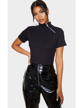 Black Rib Zip Short Sleeve Bodysuit by Prettylittlething
