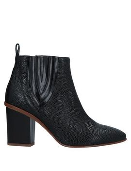 Chelsea Boots by Zinda