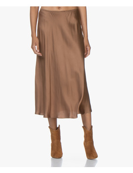 Frivo Satijnen Midi Rok • Camel by Resort Finest
