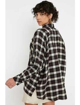 "Urban Outfitters – Drapiertes Schwarzes Flanell Hemd ""Brendan"" Mit Durchgehender Knopfleiste by Urban Outfitters Shoppen"
