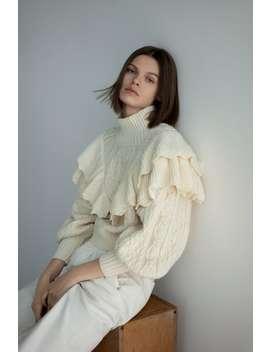 Sweter Wykonany Ściegiem Warkoczowym Z Falbankami by Zara