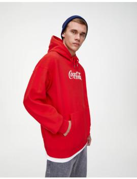 Sweatshirt Da Coca Cola Em Vermelho by Pull & Bear