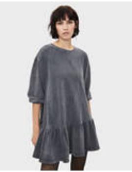 Φόρεμα φλις με βολάν by Bershka