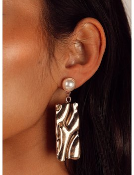 Yosemite Pearl Earrings Gold by Princess Polly