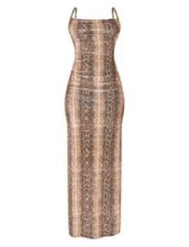 Robe Longue En Velours Serpent Marron Clair à Bretelles Et Col Bénitier by Prettylittlething