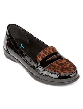 Yuu Womens Baylor Round Toe Slip On Shoe by Yuu