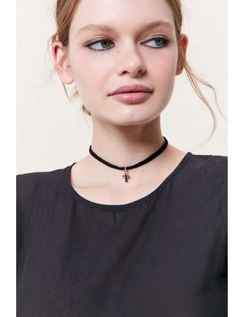 Callista Velvet Choker Necklace by Urban Outfitters