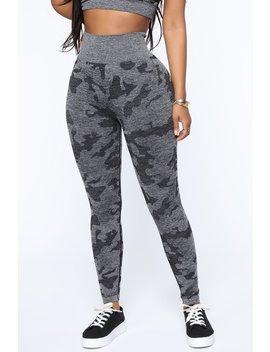 Salute Active Legging In Infinity Seamless   Grey/Black by Fashion Nova