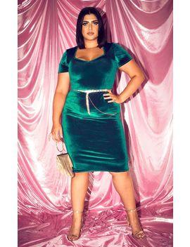 Plus Emerald Green Velvet Short Sleeve Sweetheart Neck Midi Dress by Prettylittlething