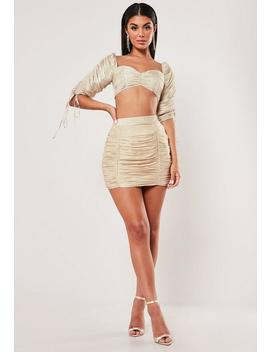Crop Top Con Escote Mesonera Brillante En Nude by Missguided