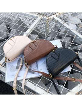 Crocodile Print Saddle Bag Alligator Pu Leather Bag Round Handbag Women Vintage Half Moon Bags 2019 New Ins Fashion Wholesale by Ali Express.Com