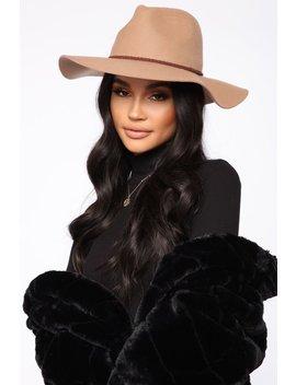 Samantha Floppy Fedora   Camel by Fashion Nova