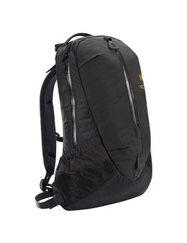 Arc'teryx Arro 22 Backpack / Black by Arcteryx