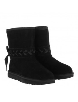Classic Boot Lace Short Black by Ugg