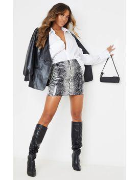 grey-vinyl-snake-print-mini-skirt by prettylittlething