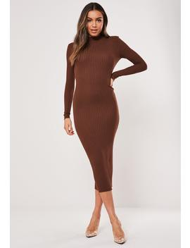 brown-ribbed-crew-neck-knitted-midaxi-dress by missguided
