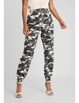 high-waisted-camo-trousers---cargobukser by missguided