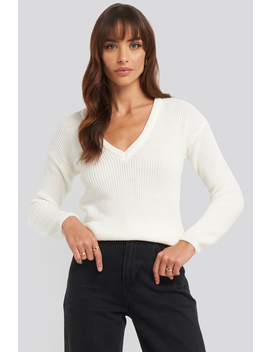 deep-front-v-neck-knitted-sweater-blanc by na-kd