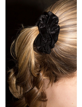 Black Velvet Scrunchie by Brandy Melville