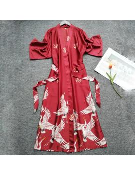 mujeres-de-seda-elegante-rojo-crown-crane-imprimir-batas-mujer-manga-corta-satinada-kimono-albornoz-dama-de-honor-bata-ropa-de-dormir by aliexpresscom