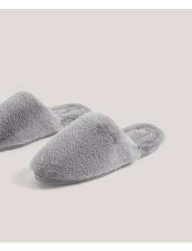 pantofola-in-pelo-morbido-grigio-con-interno-dello-stesso-colore-altezza-della-suola:-2,5cm by oysho