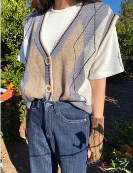 oversize-argyle-knit-vest by chuu