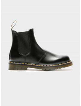 Unisex 2976 Chelsea Boots In Black Smooth by Dr Martens