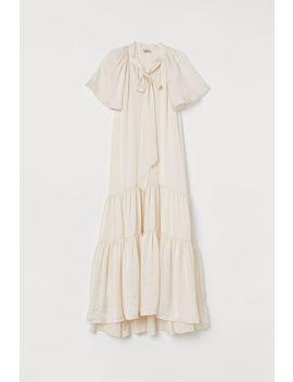 falbaniasta-sukienka-z-satyny by h&m