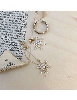 Snow Flowers Earrings by Chuu