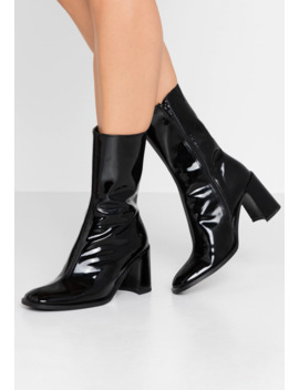 Asta   Classic Ankle Boots by E8 By Miista