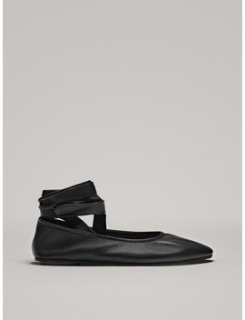 Ballerines LacÉes Noires by Massimo Dutti