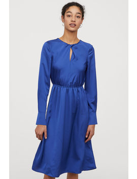 Атласное платье до колена by H&M