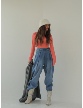 Buttoned Side Peg Leg Jeans by Stylenanda