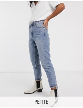 Topshop Petite   Mom Jeans In Gebleekte Wassing by Topshop