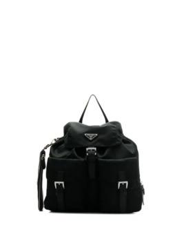 搭扣背包 by Prada