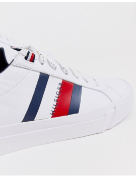 Tommy Hilfiger   Sneakers Bianche In Pelle Con Righe Del Logo Laterali by Tommy Hilfiger
