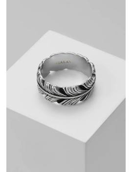 Feather With Vintage Finish   Ring by Nialaya