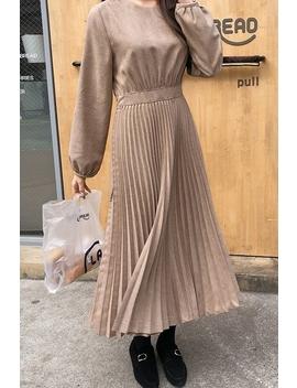 Vanilla Pleated Dress by Cherrykoko