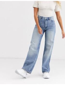 Monki – Yoko – Mellanblå Jeans I Ekologisk Bomull Med Vida Ben by Monki