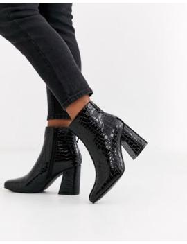 New Look – Svarta, Krokodilskinnsmönstrade Boots Med Klack Och Fyrkantig Tå by New Look