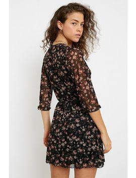 "Urban Outfitters– Wrap Minikleid""Billie"" Aus Netzstoff Mit Dunklem Blumenmuster by Urban Outfitters Shoppen"