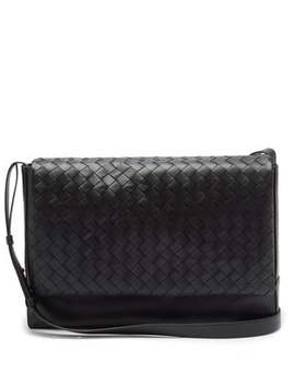 Intrecciato Medium Leather Messenger Bag by Bottega Veneta