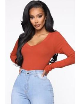 Sami V Neck Top   Rust by Fashion Nova