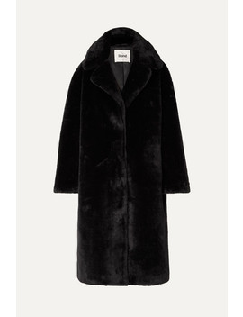 Camilla Oversized Mantel Aus Faux Fur by Stand Studio