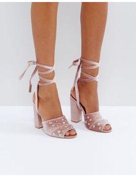 Truffle Collection – Sandalen Mit Absatz Und Perlenverzierung by Schuhe