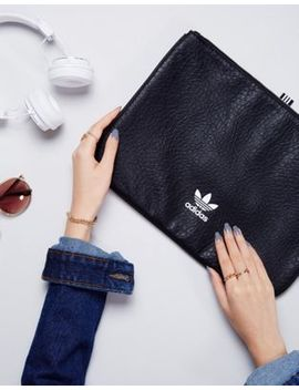 Adidas Originals – Schwarze Tablet Hülle In Lederoptik by Adidas