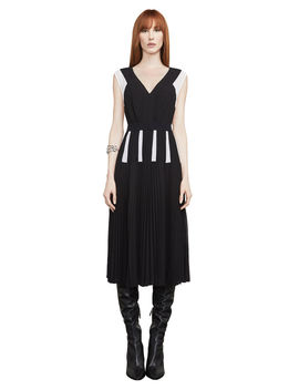Savannah Color Blocked Pleated Dress by Bcbgmaxazria