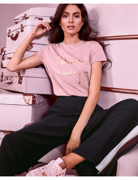Tailliertes T Shirt Mit Champagner Logo by Ted Baker